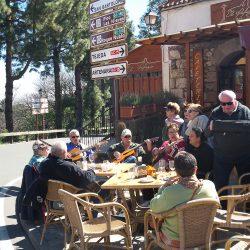 Impromptu music Cruz de Tejeda cafe stop