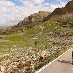 Cyclist at summit of Isola 2000